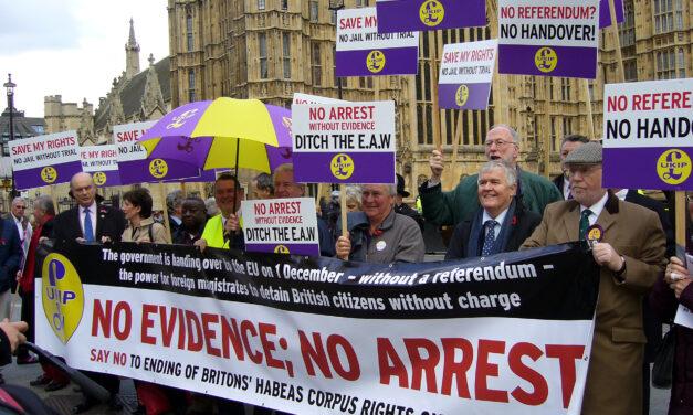 Mass demonstration at Parliament